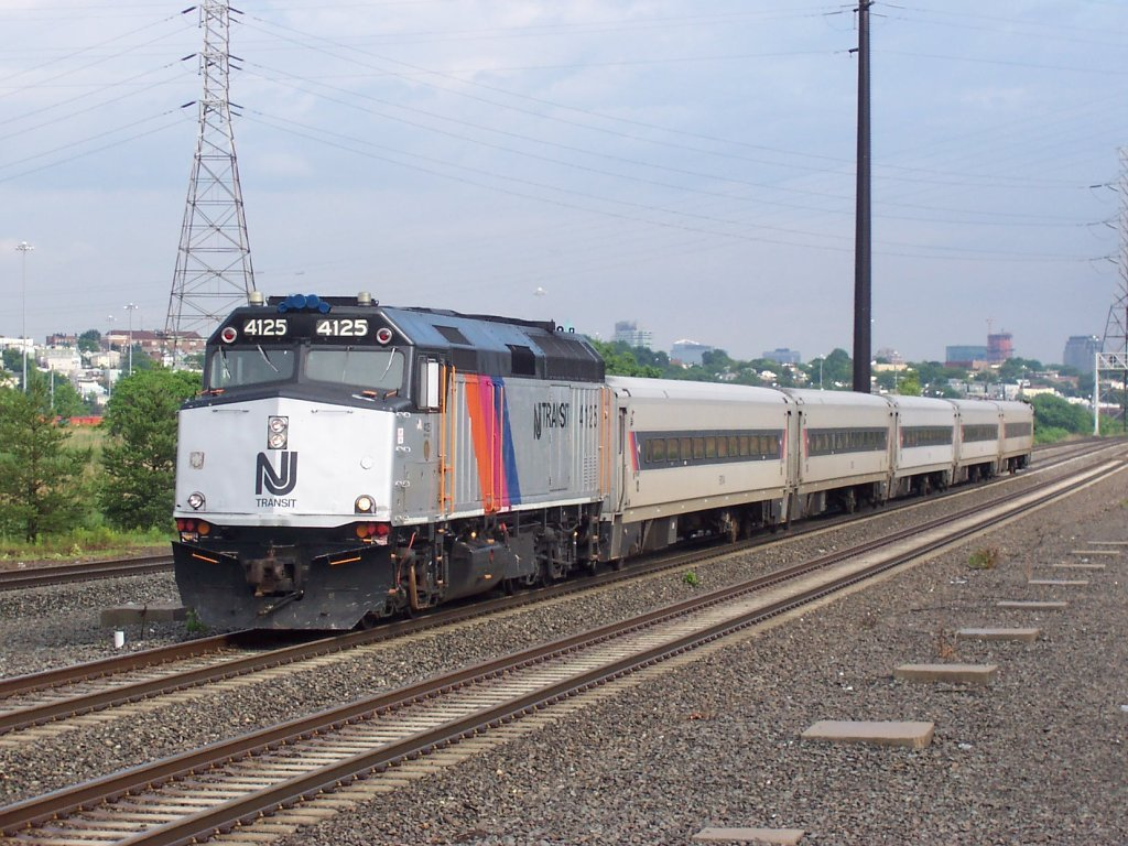 New_Jersey_Transit_train_1165